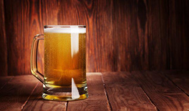 Bière lager en pinte